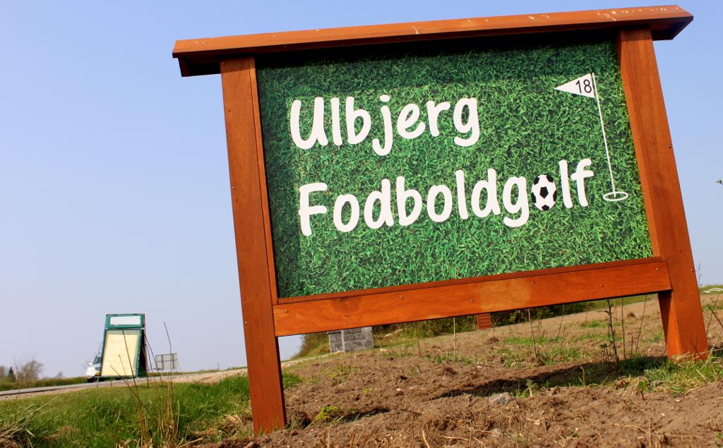 skiltet-ved-vejen-ulbjerg-fodboldgolf